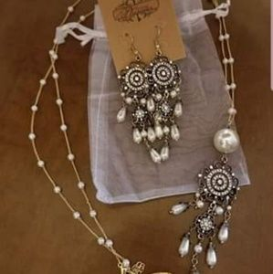 Plunder Jewelry - Plunder necklace and earring set